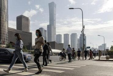 المستثمرون في الأسهم الصينية يأملون في تحسن النصف الثاني بعد ضعف الأداء