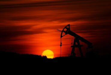 أسعار النفط تهبط من جديد